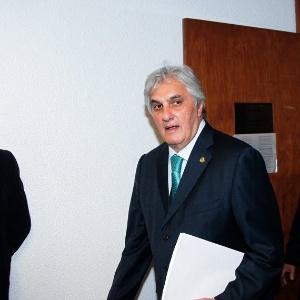 9mai2016 o senador delcidio do amaral sem partido ms comparece a comissao de constituicao justica e cidadania do senado 1462825351010 300x300