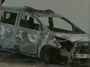 carro policia fogo dentro delegacia