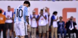 messi lamenta apos perder penalti contra o chile na final da copa america 1466996265442 615x300