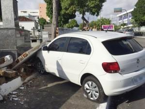 motorista perde controle carro
